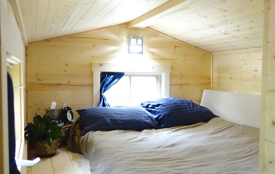 Bedroom Loft - Fy Nyth Redux