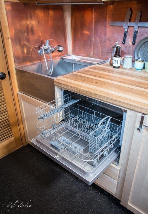 Dishwasher - Ark by Zyl Vardos