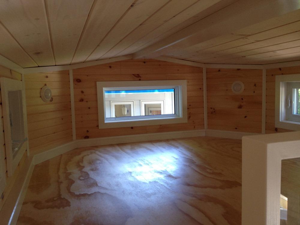 Bedroom Loft - LGV by Full Moon Tiny Shelters