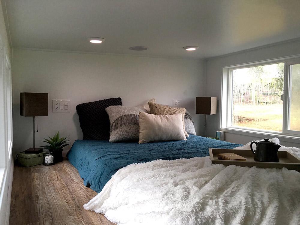 Bedroom Loft - Midcentury Modern by Tiny Heirloom