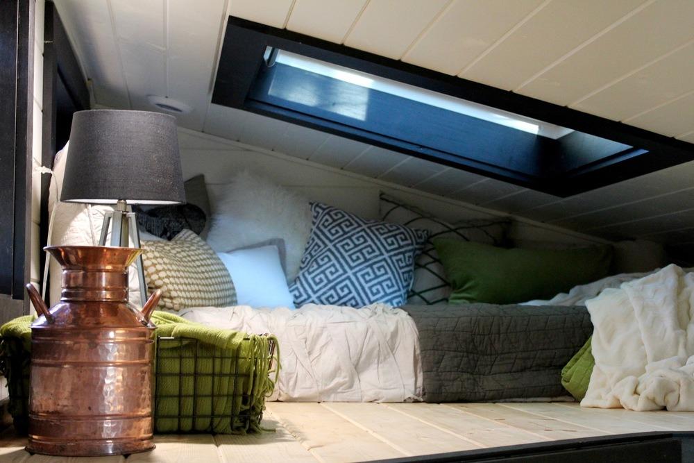 Bedroom Loft - Modern by Tiny Heirloom
