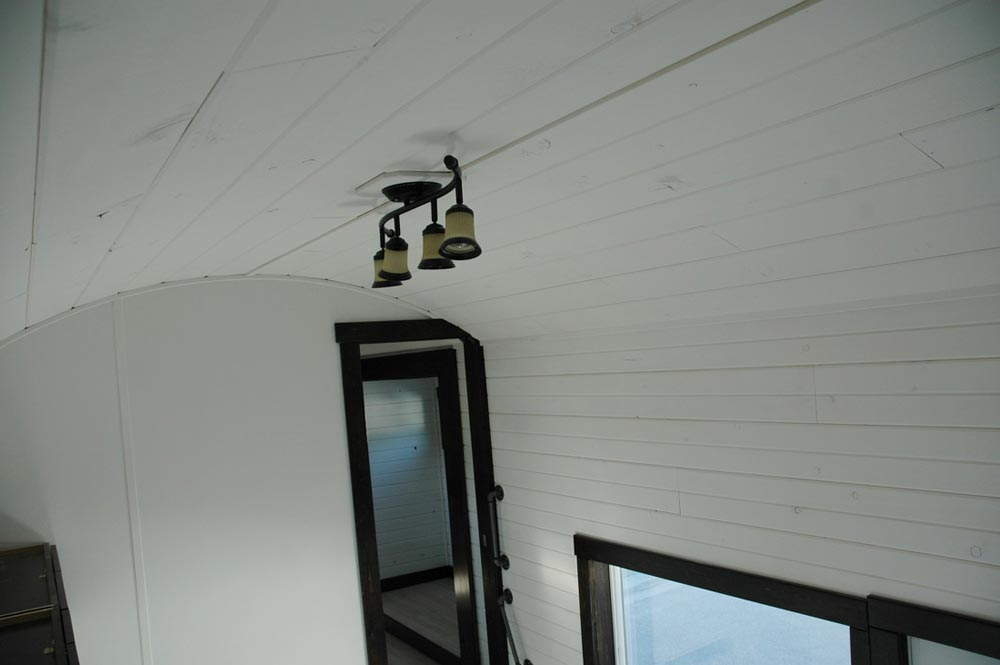 Arched ceiling - Carpathian by Tiny Idahomes