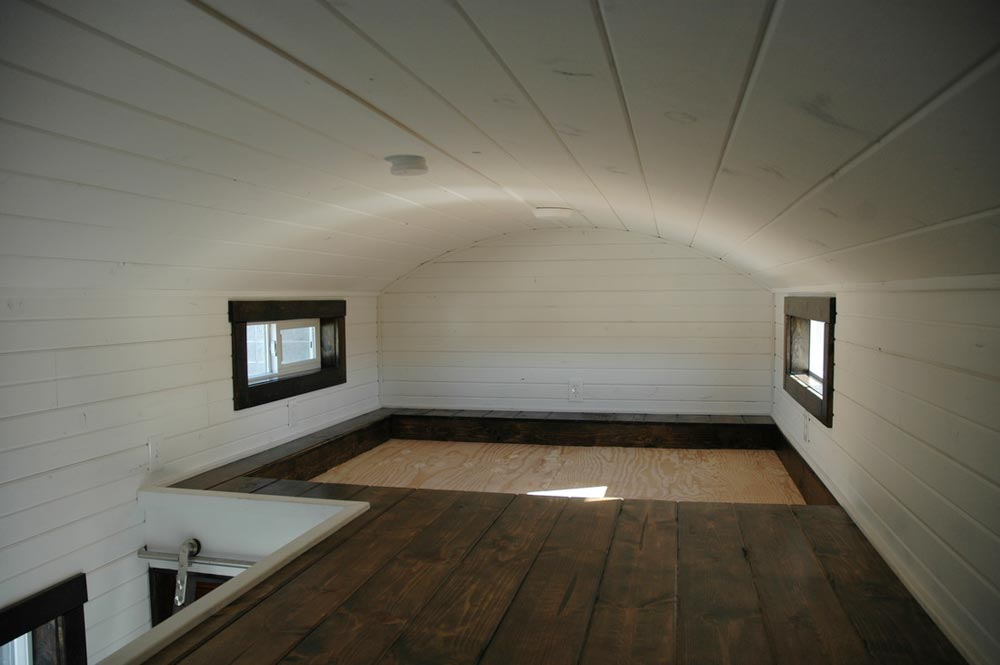 Bedroom loft for queen bed - Carpathian by Tiny Idahomes