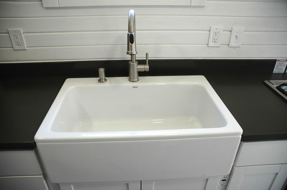 Apron sink - Clear Creek by Tiny Idahomes