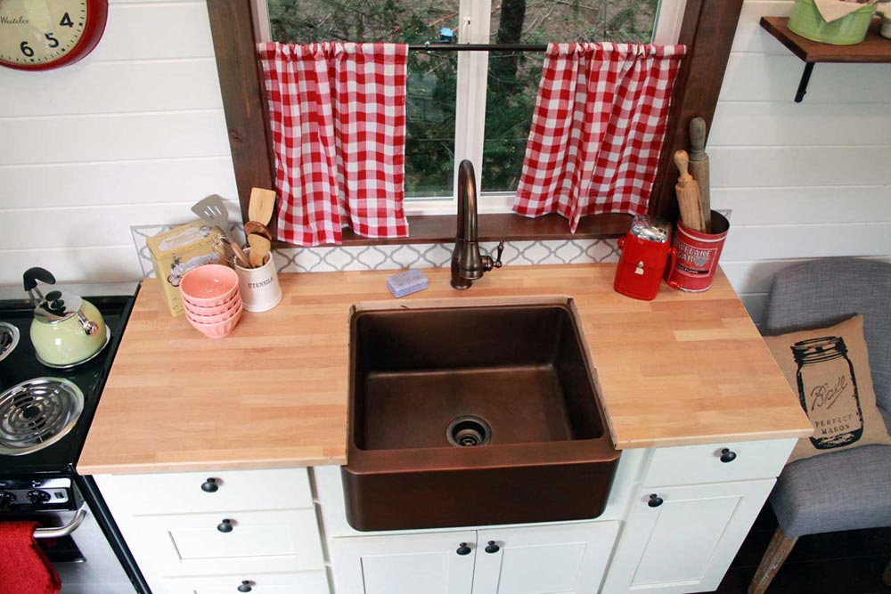 Copper farm sink - Family of Four by Tiny Heirloom