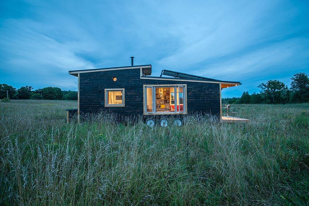 Off-grid house with solar panels - Greenmoxie Tiny House