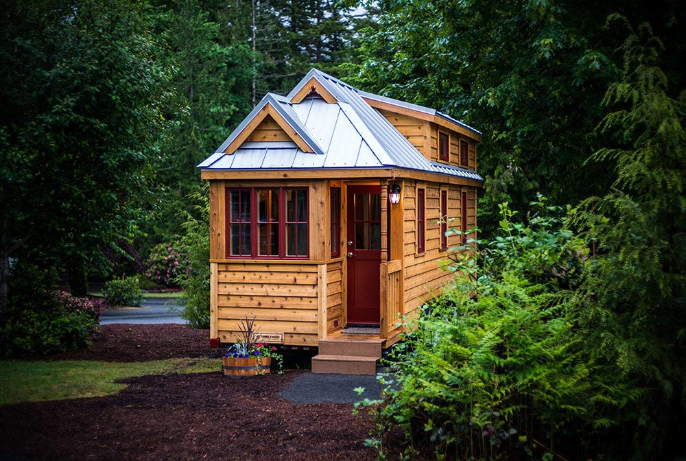 Rustic modern tiny house in Oregon - Lincoln at Mt. Hood Tiny House Village