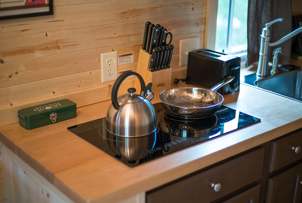 Cooktop with pot and pan - Lincoln at Mt. Hood Tiny House Village