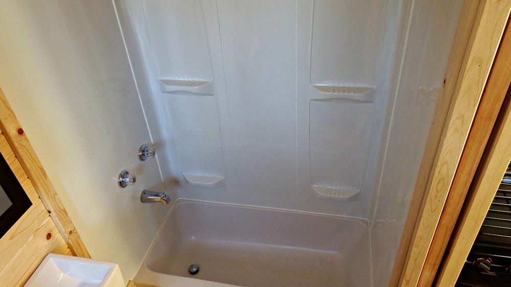 """46""""x24"""" RV bathtub - Phoenix by Tiny Idahomes"""