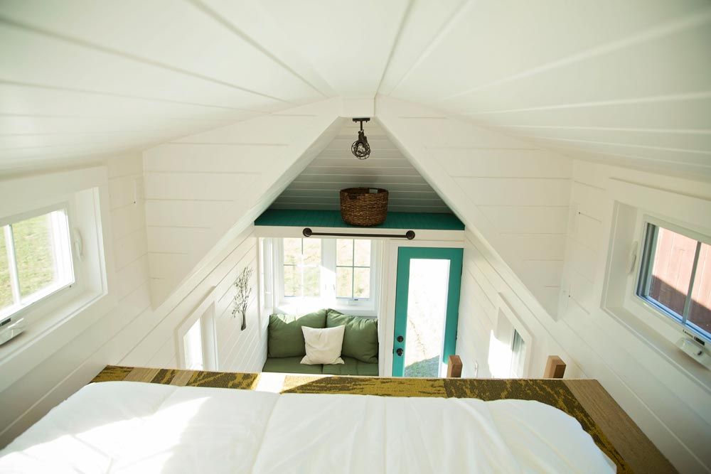 Queen size bedroom loft - Pecan by Perch & Nest