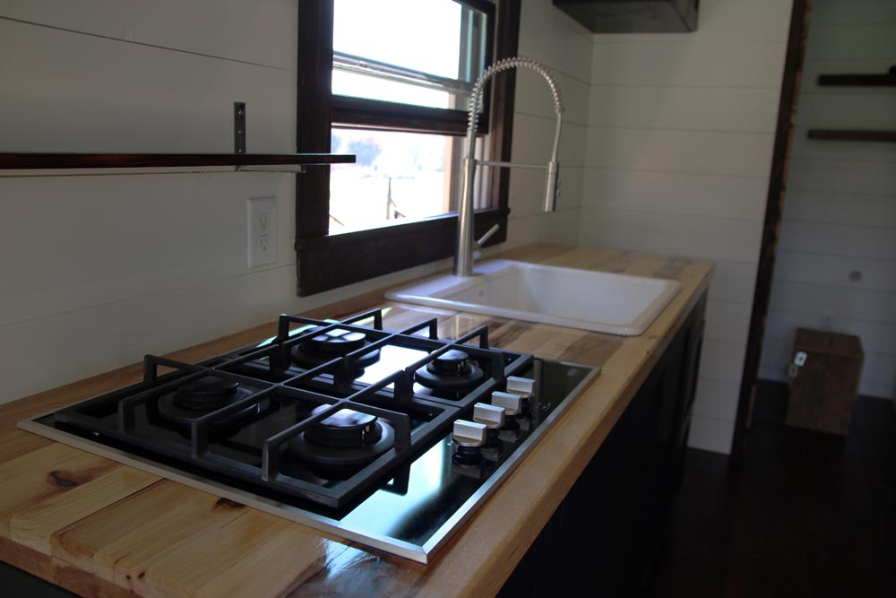Four burner cooktop - Wind River Tiny Homes