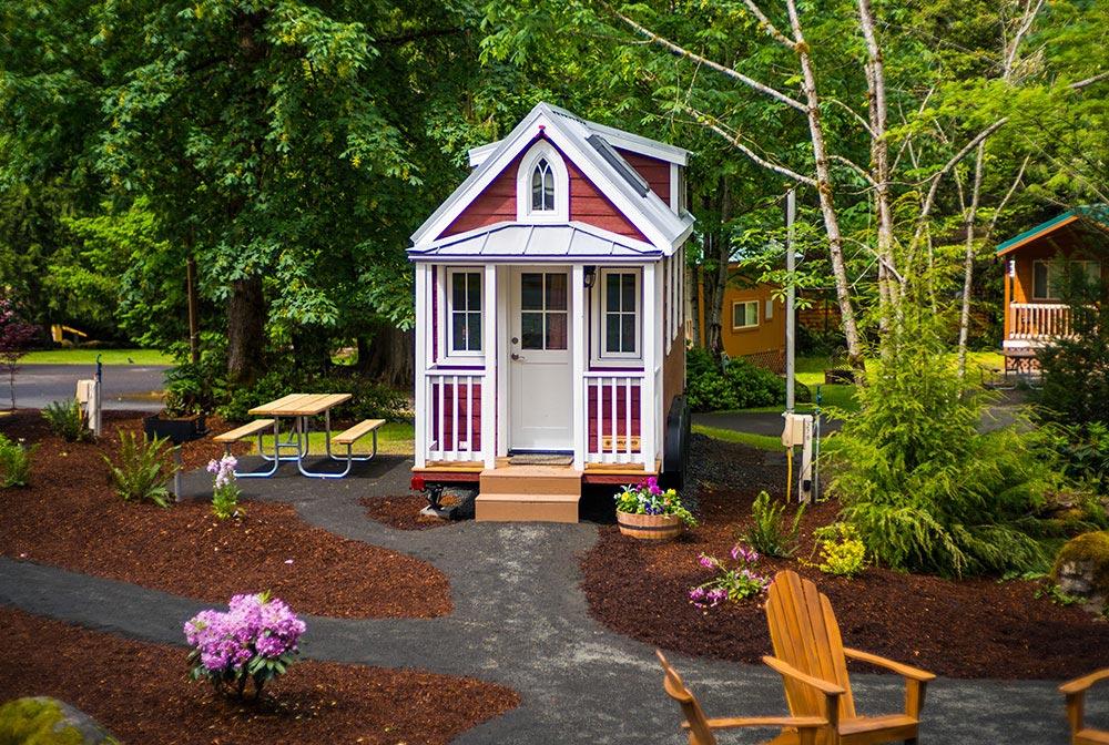 Tiny house with porch - Scarlett at Mt. Hood Tiny House Village