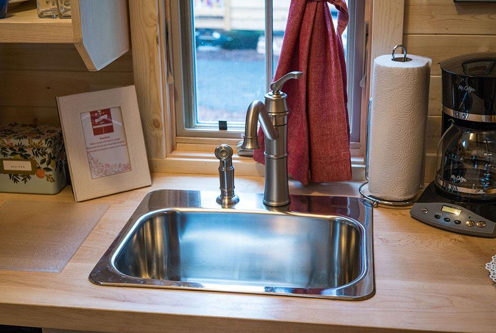 Kitchen sink - Scarlett at Mt. Hood Tiny House Village
