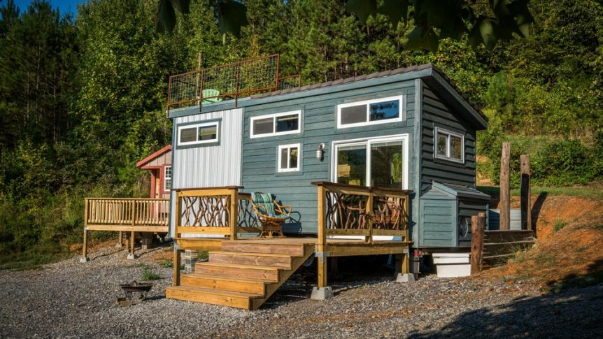 Tiny house with roof deck - Shangri-Little at Live A Little Chatt