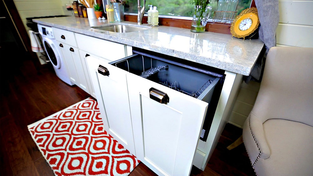 Hidden dishwasher - Vintage by Tiny Heirloom