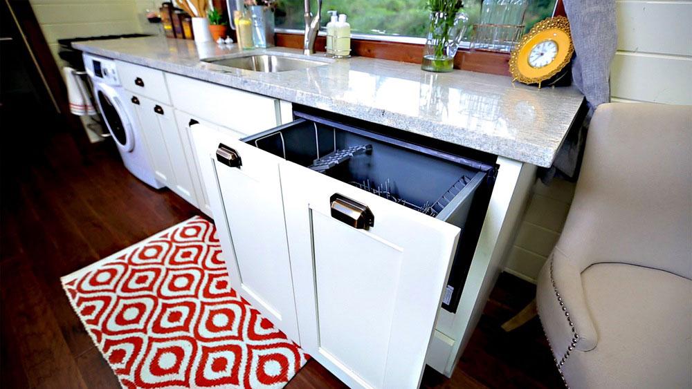 Hidden dishwasher - Vintage by Tiny Heirloom