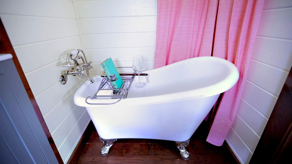 Clawfoot tub in bathroom - Vintage by Tiny Heirloom
