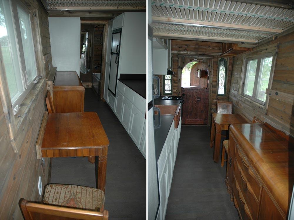 Kitchen with custom cabinets - Zamora Vardo by Tiny Idahomes