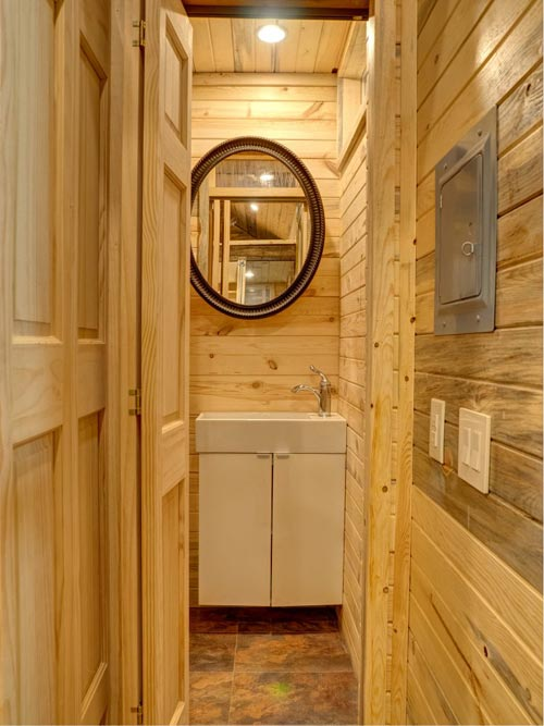 Bathroom - Bunkaboose by EcoCabins