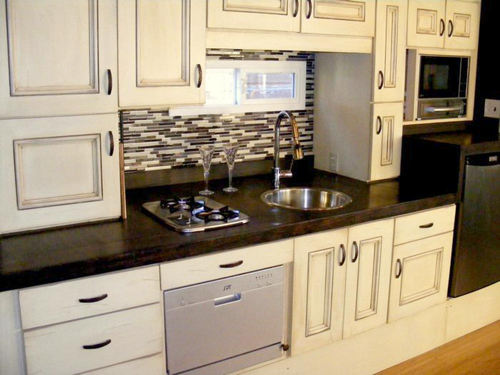 Kitchen With Dishwasher - DS 400 by Tiny By Design