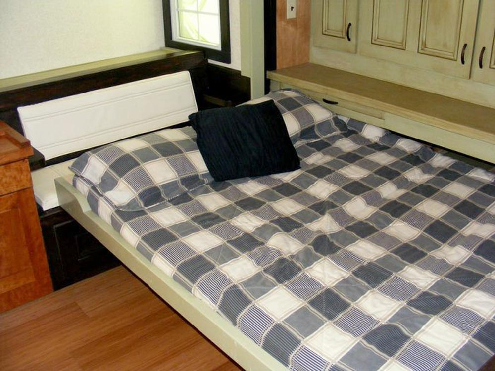 Pull Out Queen Bed - DS 400 by Tiny By Design