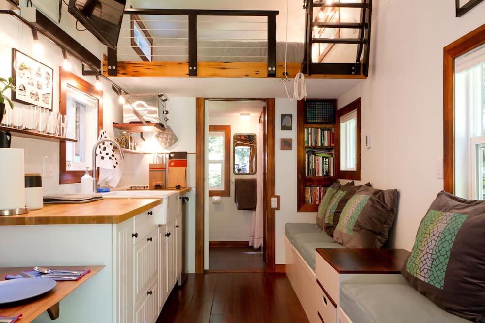 144 sq.ft. THOW - Makers Tiny House on Guemes Island