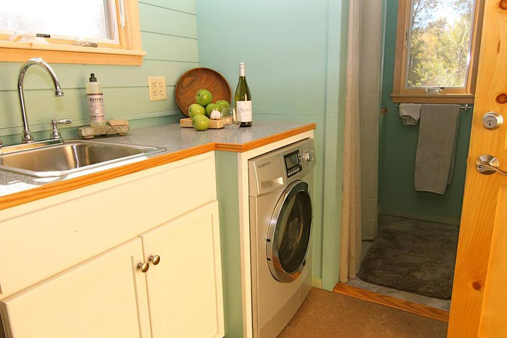 Kitchen Cabinet & Washer/Dryer - 5th Wheel Tiny House by Ken Leigh