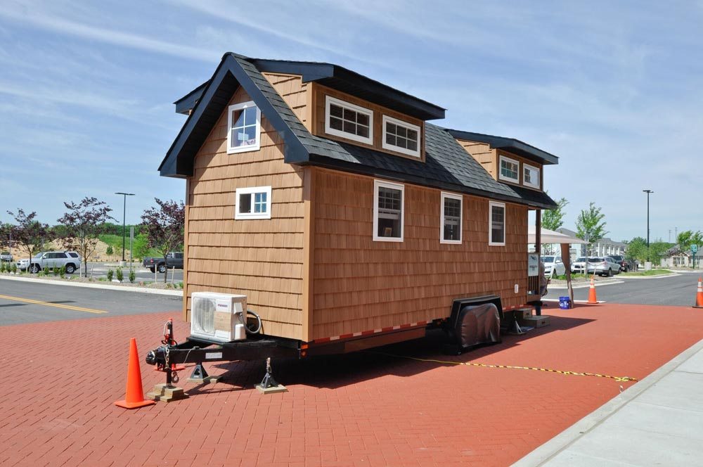 352 sq.ft Tiny House - Mountaineer by Tiny House Building Company