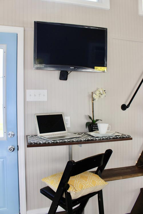 Desk & TV - Relax Shack by Mini Mansions