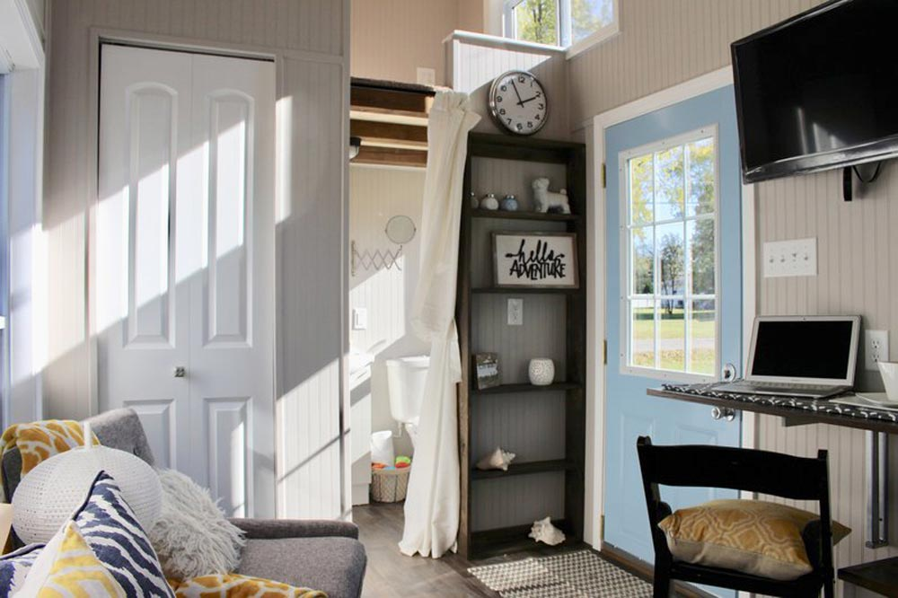 Entryway - Relax Shack by Mini Mansions