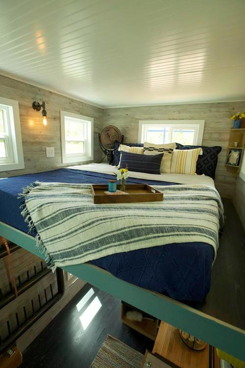 Queen Bedroom Loft - Ski Lodge by Maximum Extreme Living Solutions