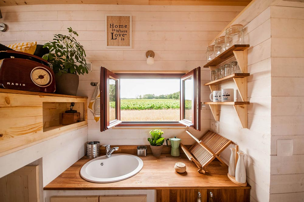 Kitchen Sink & Window - Odyssee by Baluchon