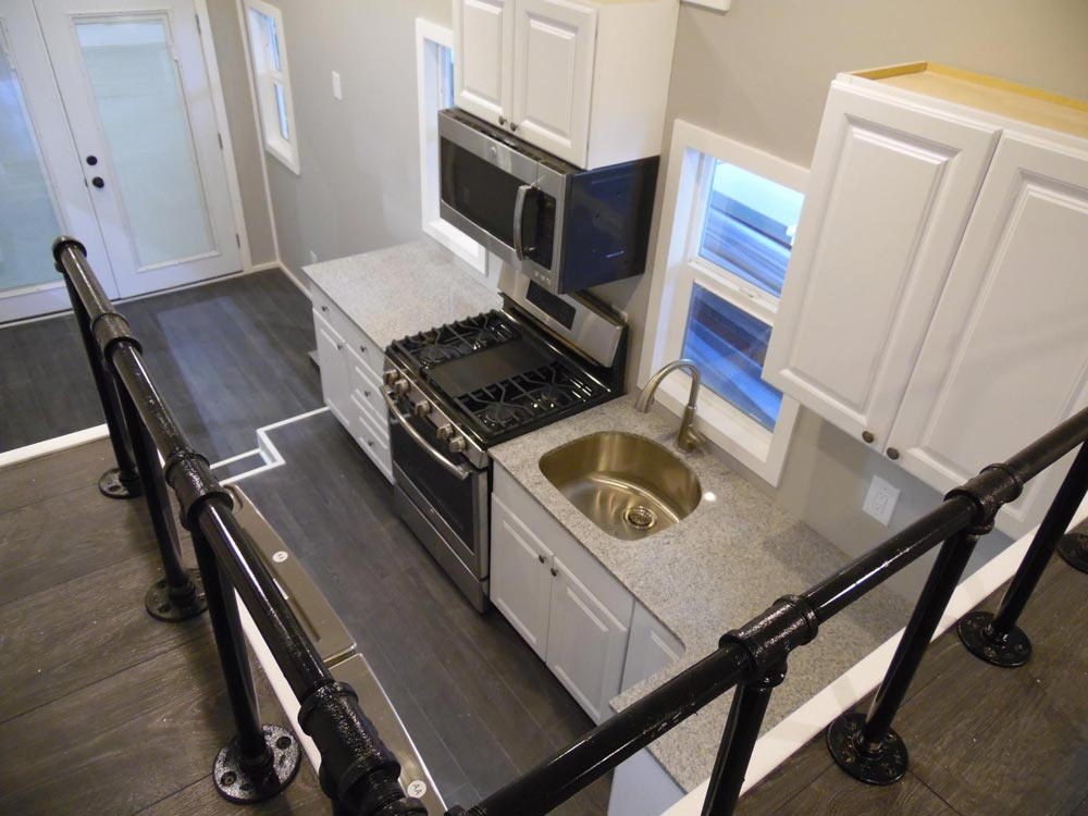 Kitchen w/ Freestanding Range - Park City by Upper Valley Tiny Homes