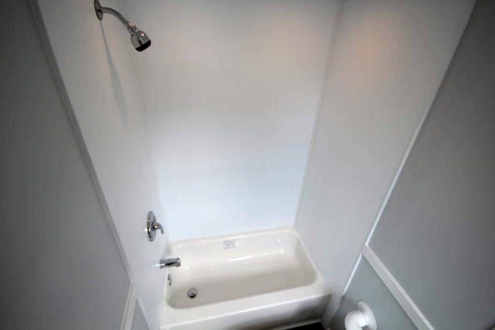 Bathtub - Everest by Titan Tiny Homes