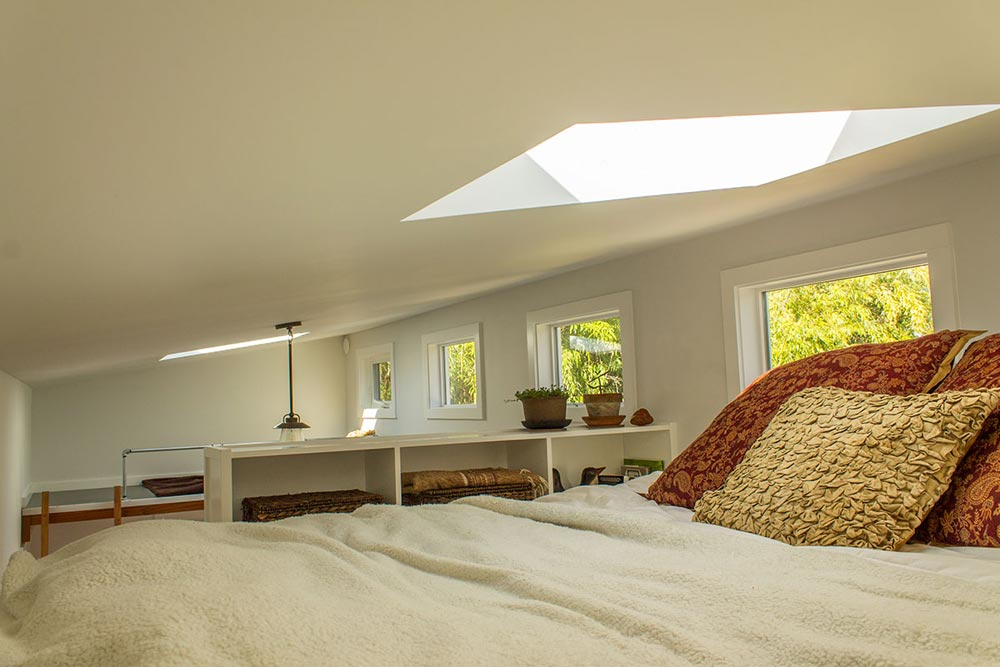 Bedroom Loft w/ Skylight - Hikari Box by Shelter Wise
