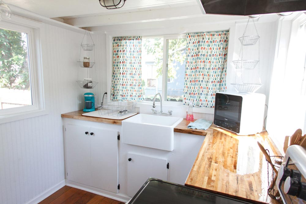 Kitchen - Music City by Tennessee Tiny Homes