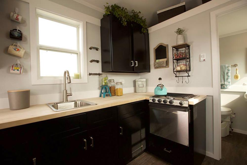 Upper Cabinet & Stove - Notarosa by Titan Tiny Homes