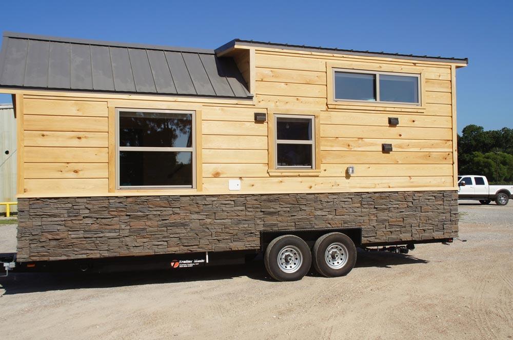 Rear View - Prairie Schooner by Wander Homes