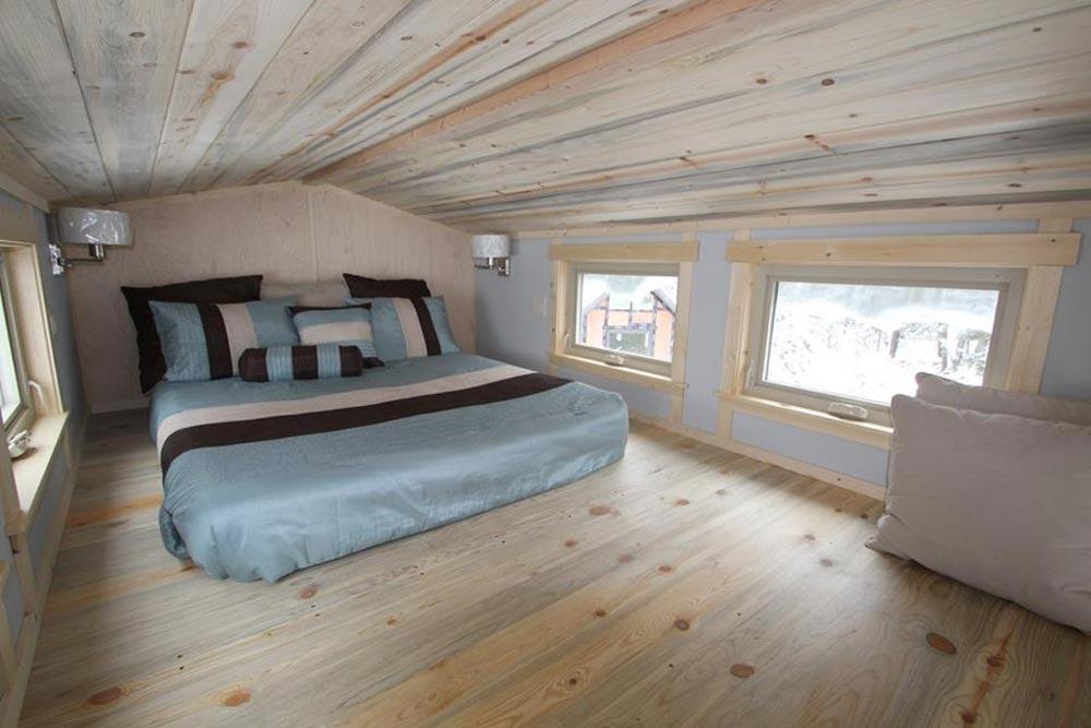 Bedroom Loft - Blue Sapphire by Simblissity