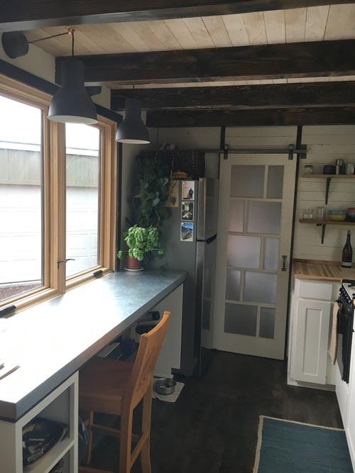 Desk & Large Windows - Tanlers Tiny House