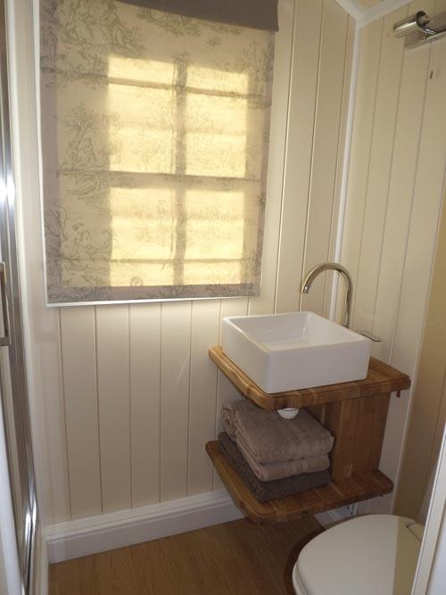 Bathroom - Wall Bed Hut by Riverside Shepherd Huts