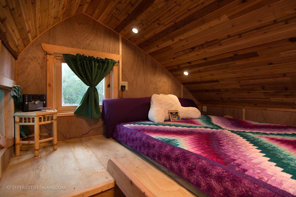 Bedroom Loft - Zenia by Zyl Vardos