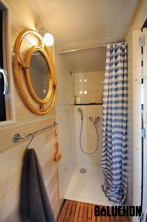Shower Stall - Avonlea by Baluchon