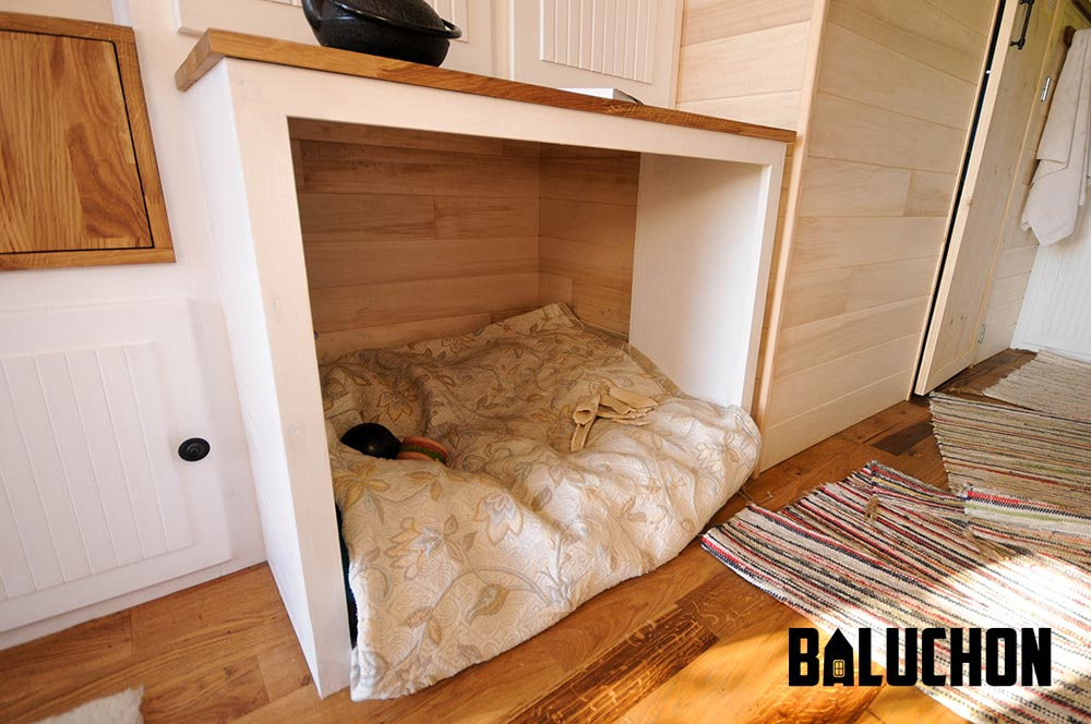 Tiny House Dog Bed - Avonlea by Baluchon