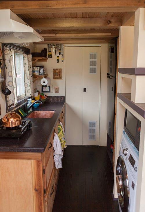 Kitchen - Maiden Mansion by Pocket Mansions