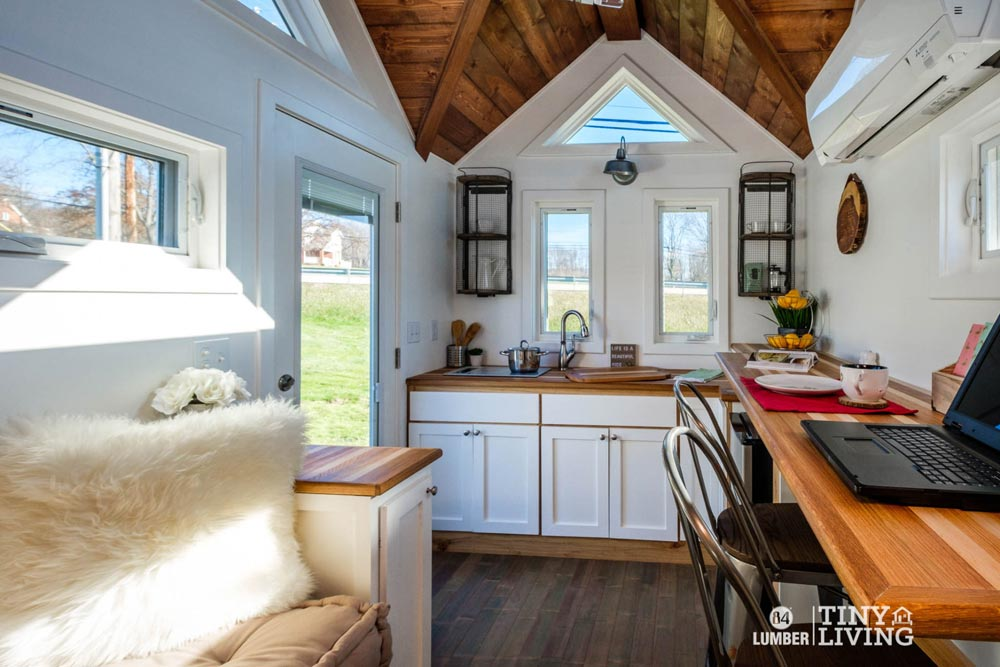 Kitchen w/ Upper Cabinets - Countryside by 84 Lumber