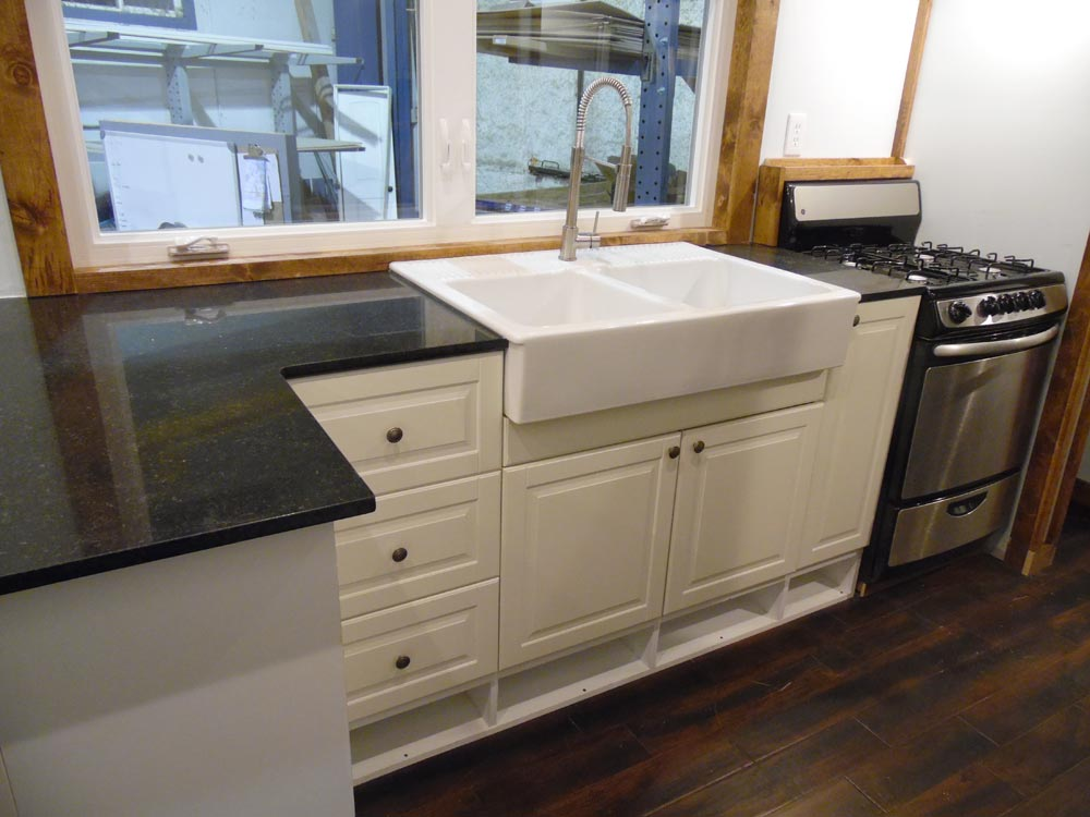 Farmhouse Sink - 27' Off Grid by Upper Valley Tiny Homes