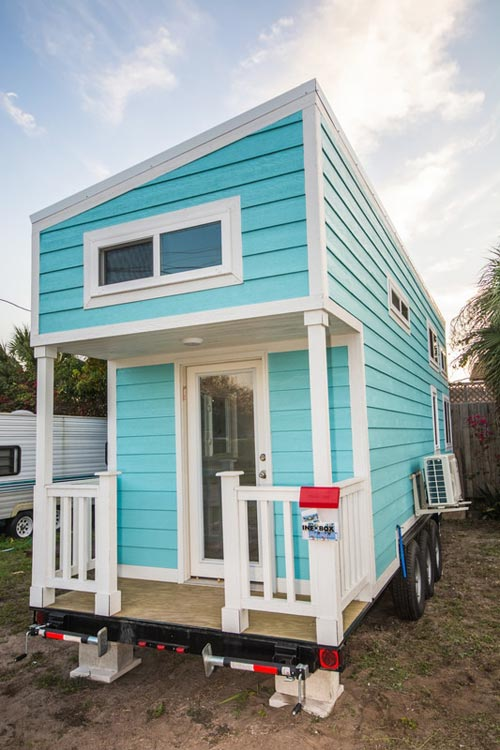 Tiny House Rental - Aqua Oasis by Modern Tiny Living