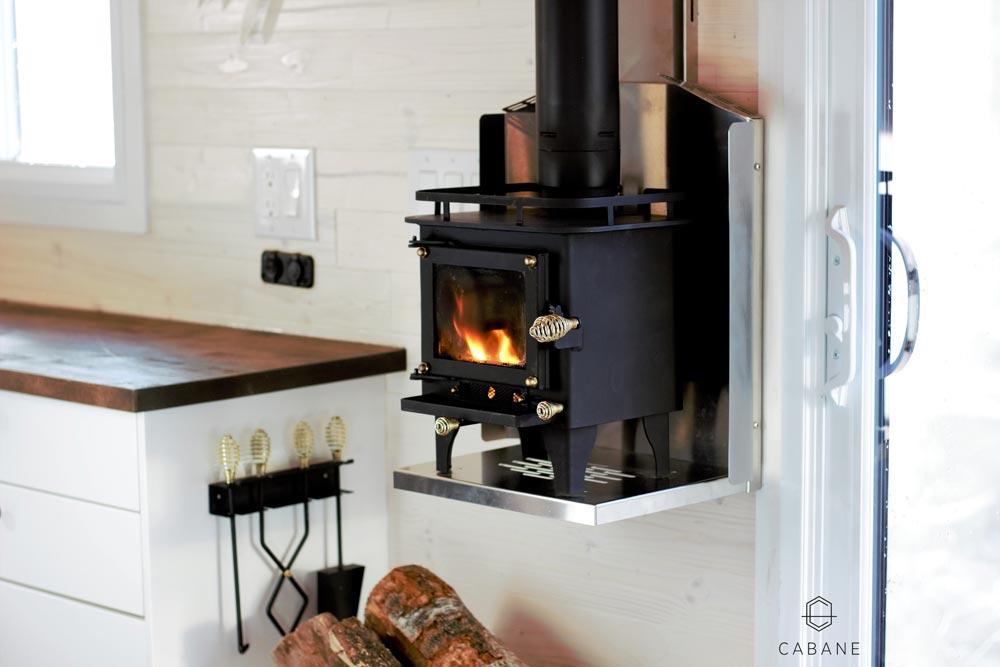 Fireplace - Cabane Tiny Cabin