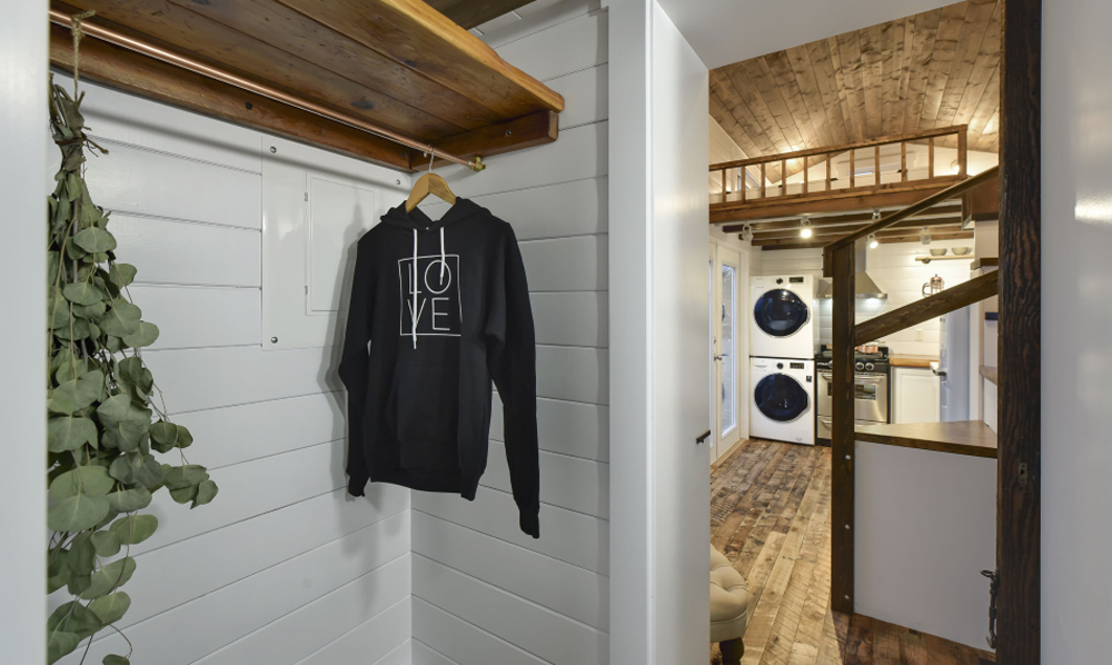 Closet - Custom Tiny #4 by Mint Tiny Homes